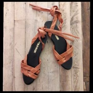Gorgeous vintage leather ankle tie sandals!